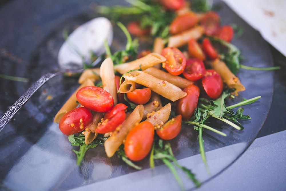 Salade de pâtes aux tomates cerises et à la rucola
